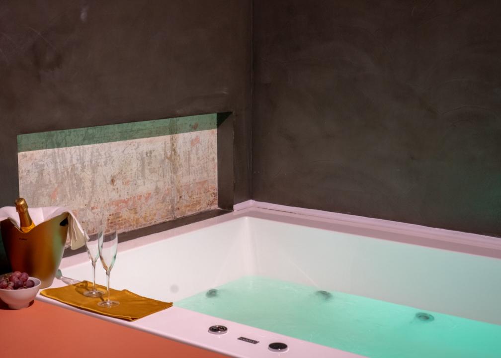 Camera Vasca Idromassaggio Napoli : Suite con jacuzzi in camera a napoli artemisia domus u luxury